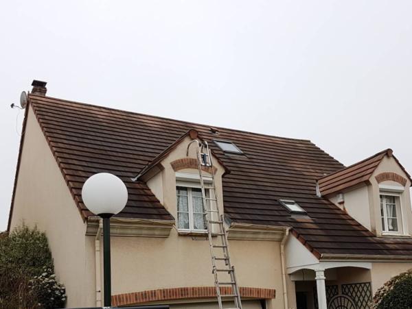 démoussage de toiture couvreur